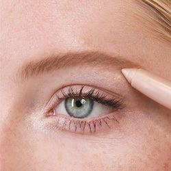 Application of Brilliant Eye Brightener™ in Stella (Champagne Shimmer)