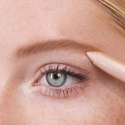 Application of Brilliant Eye Brightener™ in Stella (Champagne Shimmer)